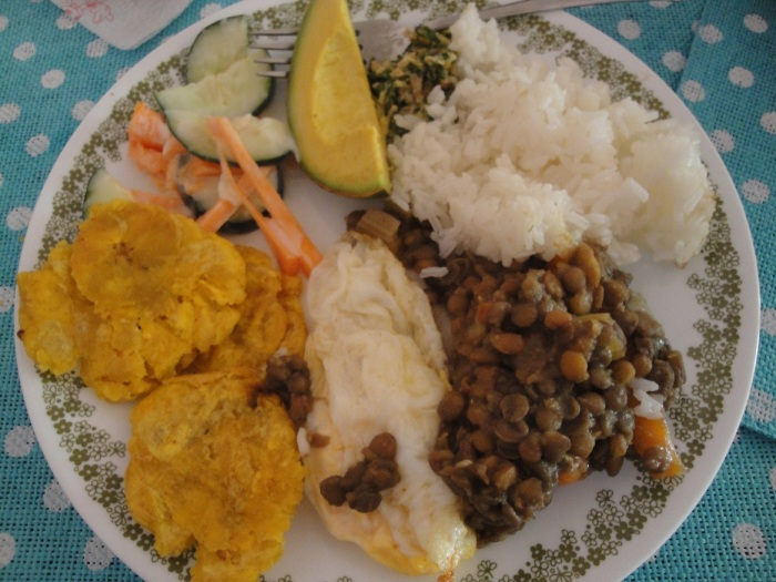 A typical daily lunch in Colombia. Image copyright Ariel Dombroski