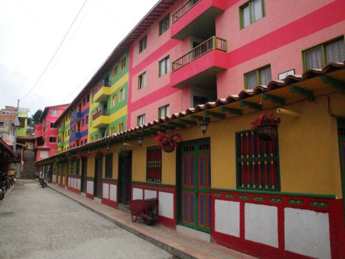 Guatape - Colombia. Image copyright Ariel Dombroski