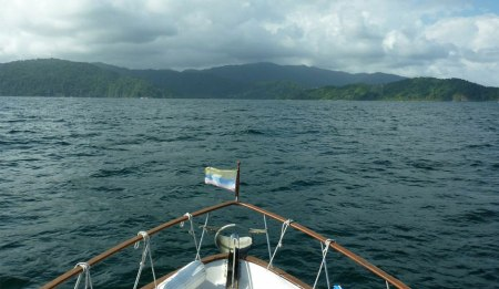 Approaching Colombia/Panama border near Sapzurro - Image courtesy of Mar Azul Adventures
